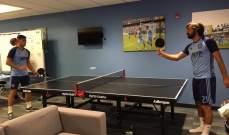 بيرلو يلعب كرة الطاولة