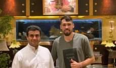 ادارة نادي الشباب السعودي تمدد عقد محترفها