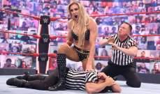 WWE: ريا ريبلي تتسبب بخسارة شارلوت فلير والأخيرة تفقد أعصابها على الحكم