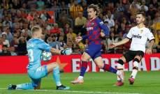 مدرب برشلونة السابق يقترب من أسوار الخفافيش