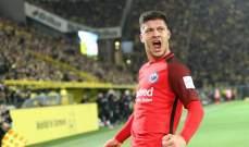 لوكا يوفيتش يسجّل خمسة أهداف ويقود فرانكفورت لفوز عريض على دوسلدورف