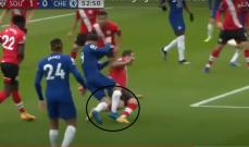 تقنية الفيديو تنقذ حكم مباراة بيرنلي وتفشل في تغيير قرار حكم مباراة ليفربول