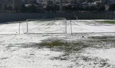 الثلوج تغطي ملعب بحمدون بالكامل