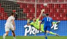 سيمون وأوديسياس قاما بواجبهما خلال مباراة اسبانيا واليونان