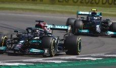 هاميلتون يتخطى حادثة الانطلاق ويحسم سباق بريطانيا ليشعل المنافسة