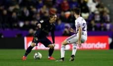 ريال مدريد ينتزع صدارة الليغا من برشلونة بفوز متأخر على بلد الوليد