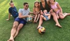 ستيفان جيرارد مع عائلته على العشب