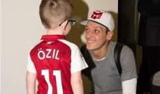 أوزيل سعيد كونه أصبح سفير جديد لمنظمة تعنى بالأطفال