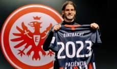 رسمياً: فرانكفورت يجدد عقد مهاجمه باسيينسيا حتى 2023