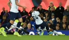 إيفرتون يعلن إصابة غوميز بكسر في كاحله الأيمن
