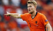 يورو 2020: فان باستن يشنّ هجوما على دي ليخت