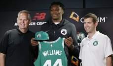 مواقف طريفة مر بها لاعب بوسطن الجديد !