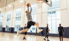واين روني يستعرض مهاراته في كرة السلة