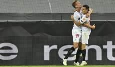 لوك دي يونغ يشيد بحارس اشبيلية ويتمنى الفوز بلقب الدوري الاوروبي