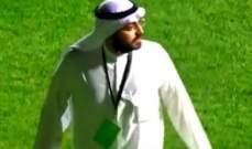 حادثة غريبة في الدوري الكويتي: مسؤول في النادي يقتحم الملعب مطالبا لاعبيه بالانسحاب
