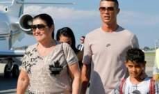 والدة رونالدو: كريستيانو يشعر بالحزن