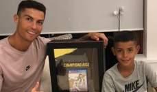 كريستيانو رونالدو مع أول نسخة من FIFA 2019
