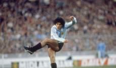 في مثل هذا اليوم عام 1977 لعب مارادونا أول مباراة مع الأرجنتين