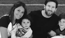صورة عائلية تجمع ليونيل ميسي وزوجته واطفاله