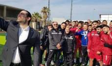 """الرئيس الحريري يزور تدريبات المنتخب اللبناني ويلتقط صورة """"سيلفي"""""""