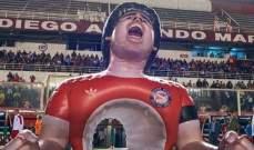 لاعبو أرجنتينوس جونيورز يكرمون مارادونا