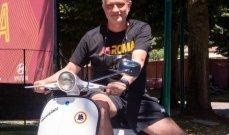 مورينيو يصل إلى تدريبات روما بدراجة ناريّة
