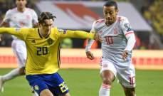 علامات لاعبي منتخبي اسبانيا والسويد