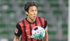فرانكفورت يجدد عقد مدافعه الياباني