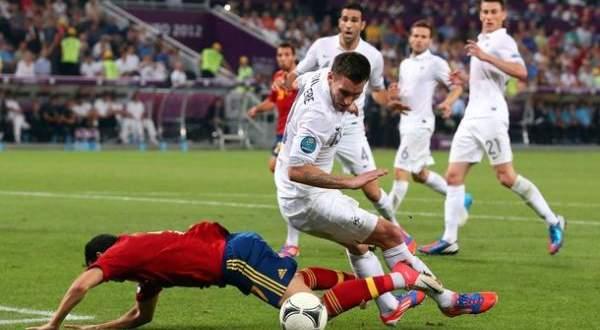 في مثل هذا اليوم فرنسا تحرز كأس العالم امام جمهورها