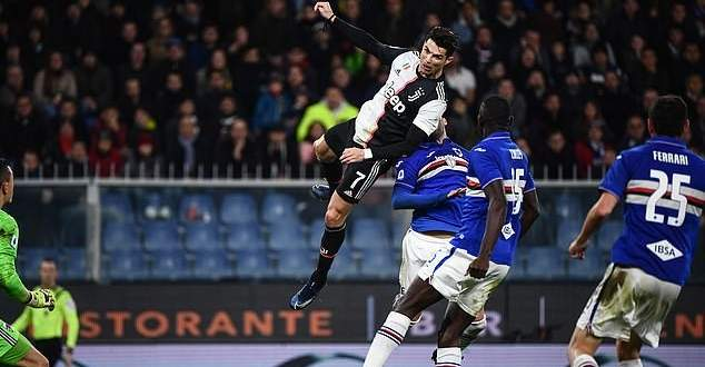 رونالدو تحدى الجاذبية وسجل هدف راسي من ارتفاع 2.56 متر