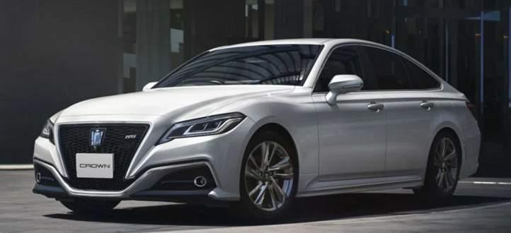 تويوتا تحضر نموذجا جديدا من سيارات Crown