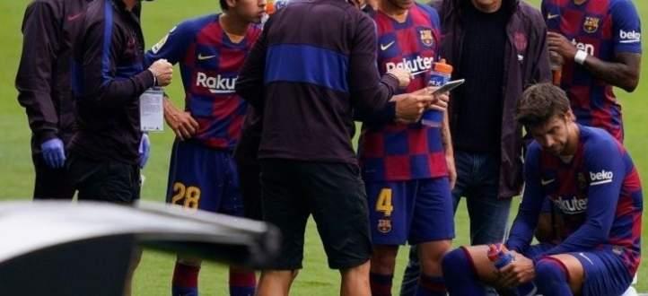 خلاف بين لاعبي برشلونة ومدربهم ومناقشة متوترة بغرف الملابس