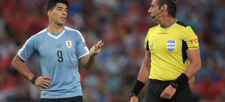 سواريز يطالب بركلة جزاء بعد لمس حارس المرمى الكرة بيده