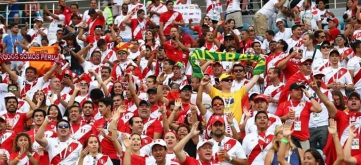 الجماهير البيروفية تحتفل رغم الخروج من المونديال !