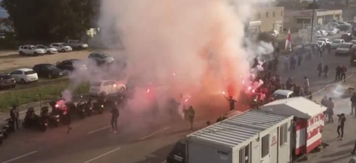 فيديو من داخل حافلة لوهافر يوثّق اعتداء جماهير اجاكسيو عليها