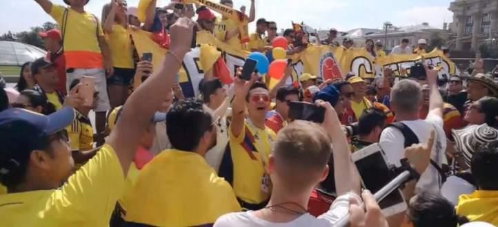 فيديو : كأس العالم 2018 : الجماهير الكولومبية تقتحم الساحة الحمراء في موسكو