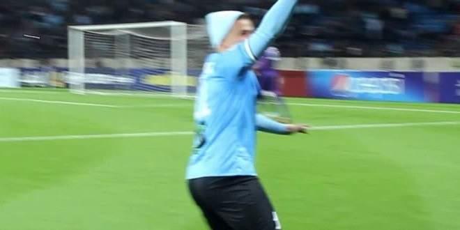 فيديو: لاعب يخلع سرواله ويتلقى عقوبة مدمرة