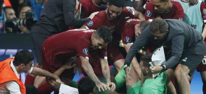 فيديو يظهر المشجع الذي تسبب بإصابة حارس ليفربول