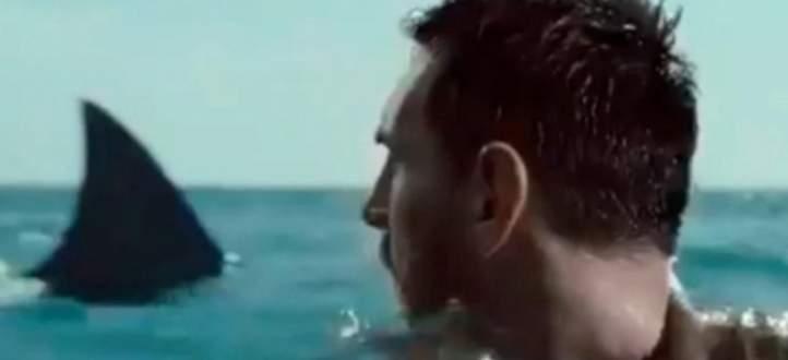 ميسي محاصر بين سمكتي القرش في إعلان اوريدو