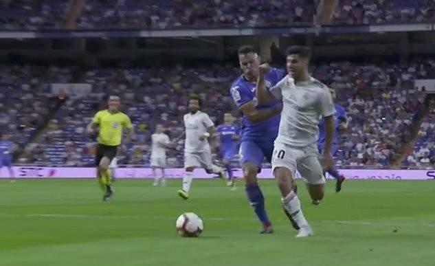 ريال مدريد يستحق ركلة جزاء امام خيتافي