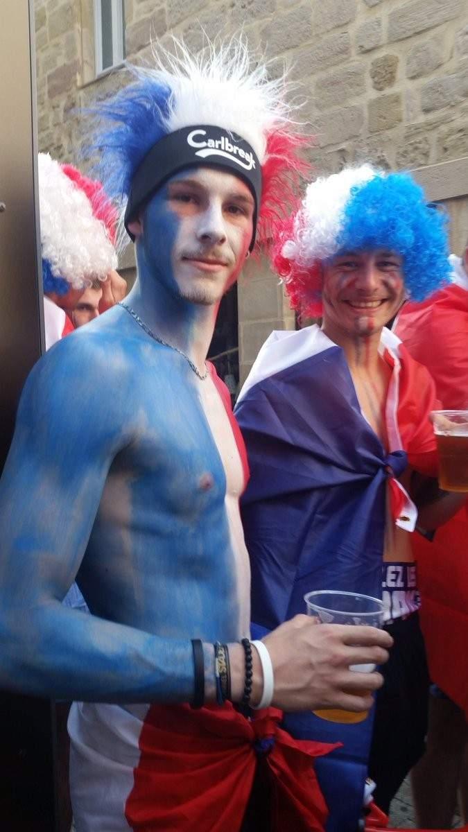 جماهير فرنسا وبلجيكا على قارب معاً !