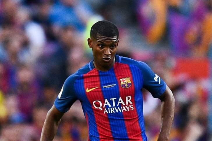 لماذا أوقف نيوكاسل محادثاته مع مدافع برشلونة؟