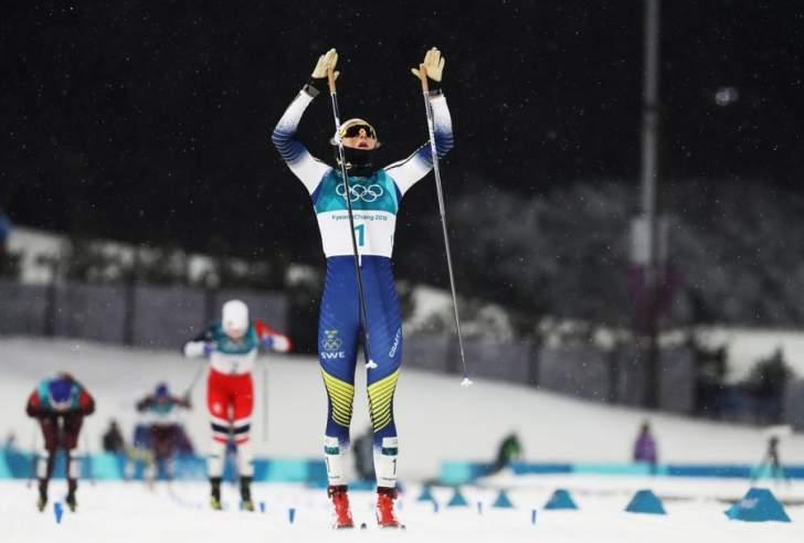 السويدية نيلسون تحصد الميدالية الذهبية بتزلج اختراق الضاحية