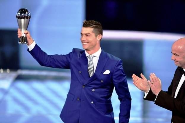 رونالدو يحصد جائزة افضل لاعب بالعالم في ليلة جوائز الفيفا بغياب البرشا