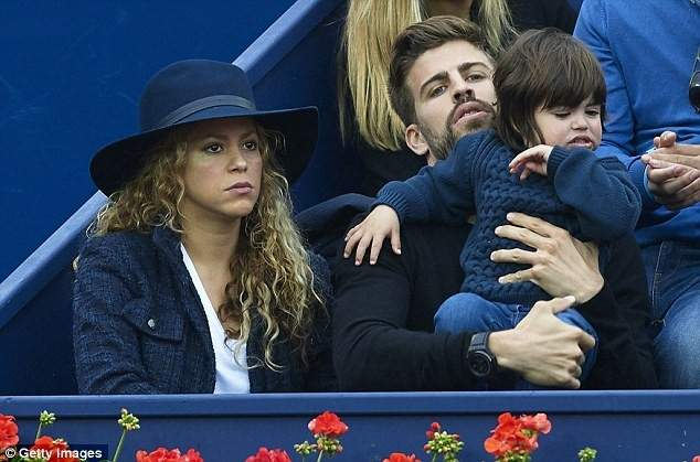 بيكيه وشاكيرا يتابعان فوز نيشكوري ببطولة برشلونة لكرة المضرب