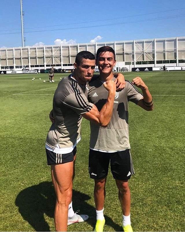 رونالدو ينشر صورة برفقة ديبالا