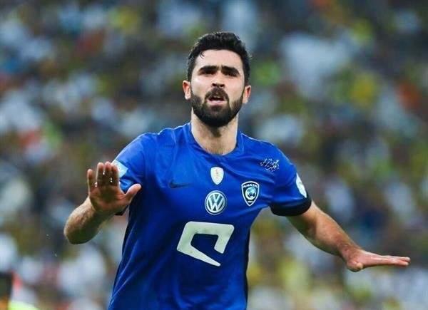 """رسميا : الهلال السعودي يعير """" عمر خربين""""  لبيراميدز المصري"""