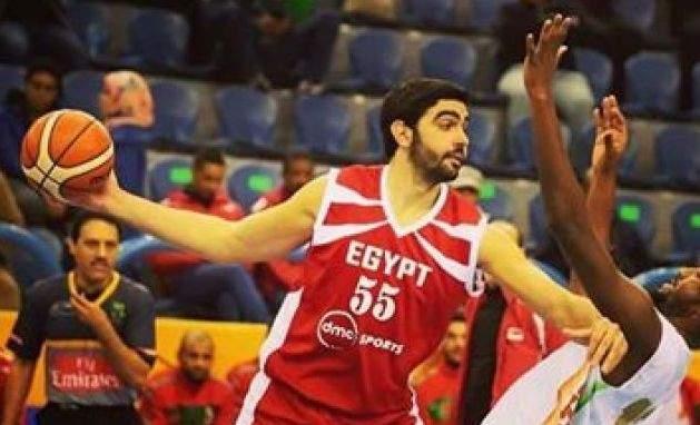 لاعب المنتخب المصري عمر طارق الافضل في البطولة العربية للسلة