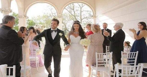 ميسي وسواريز في حفل زفاف فابريغاس ودانييلا سمعان