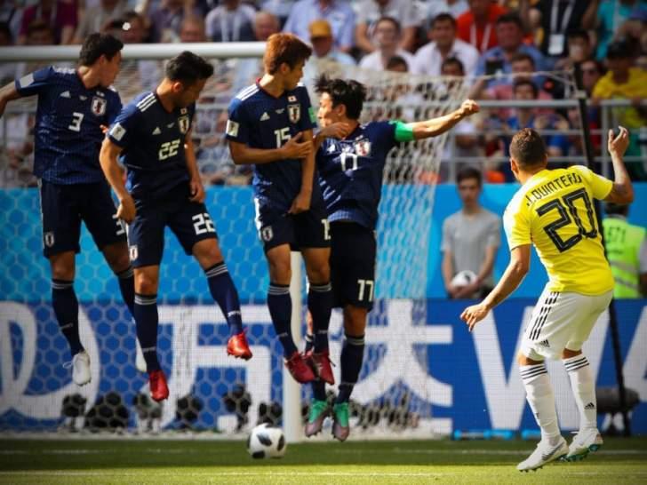 اليابان تفجر المفاجأة وتسقط كولومبيا المنقوصة عددياً